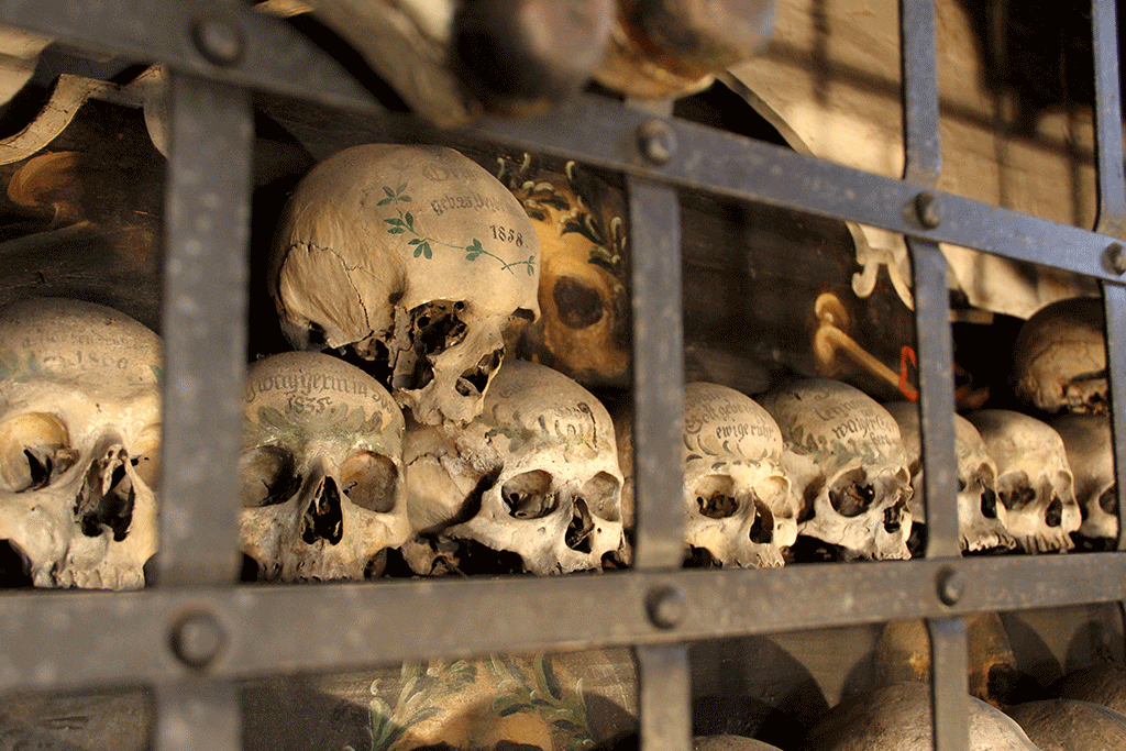 Painted skulls of Dingolfing